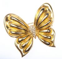 HEAVY 18 CT GOLD DIAMOND BUTTERFLY BROOCH at Ross's Online Art Auctions
