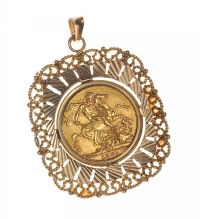 9CT GOLD PENDANT SET WITH A SOVEREIGN COIN at Ross's Auctions