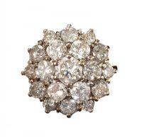 18CT GOLD DIAMOND CLUSTER RING at Ross's Auctions
