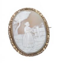VICTORIAN GOLD CAMEO BROOCH at Ross's Online Art Auctions