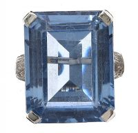 RHODIUM PLATED AQUAMARINE RING at Ross's Auctions