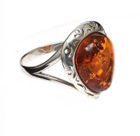 STERLING SILVER BALTIC AMBER RING at Ross's Jewellery Auctions