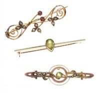 THREE VINTAGE 9CT GOLD GEM-SET BROOCHES at Ross's Jewellery Auctions