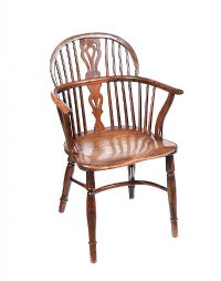 ANTIQUE ELM WINDSOR CHAIR at Ross's Auctions