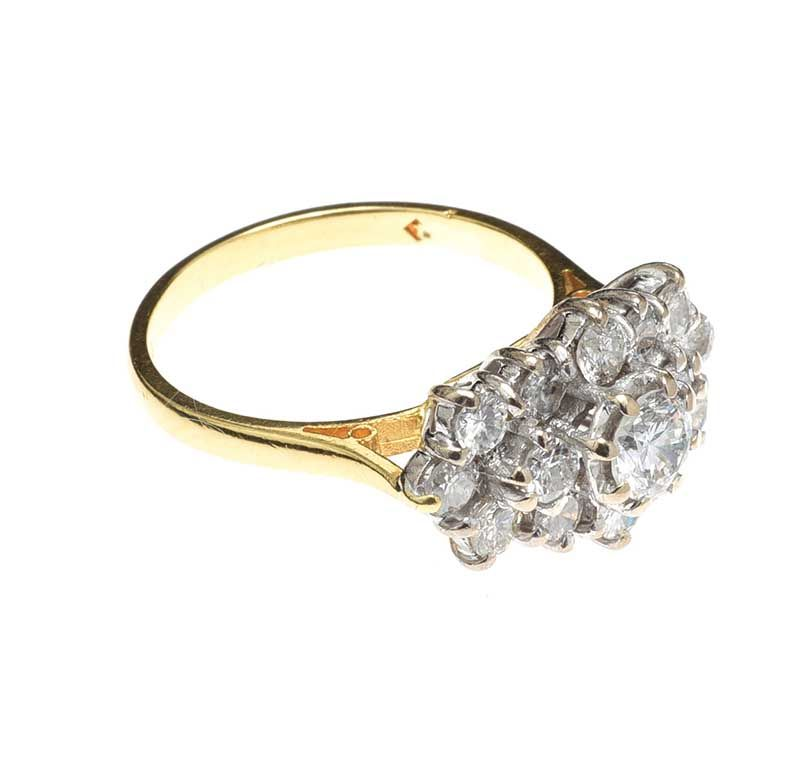 18CT GOLD DIAMOND CLUSTER RING at Ross's Online Art Auctions