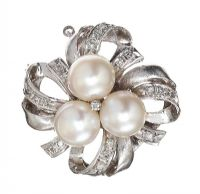 14CT WHITE GOLD PEARL AND DIAMOND BROOCH at Ross's Auctions