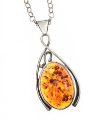 LARGE STERLING SILVER AMBER PENDANT ON STERLING SILVER CHAIN at Ross's Jewellery Auctions