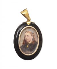 VICTORIAN BLACK ONYX LOCKET at Ross's Jewellery Auctions