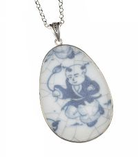 CHINESE PORCELAIN AND MOTHER OF PEARL PENDANT ON STERLING SILVER CHAIN at Ross's Jewellery Auctions